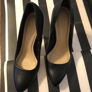 Forever21 black pumps like new!!!Only tried on